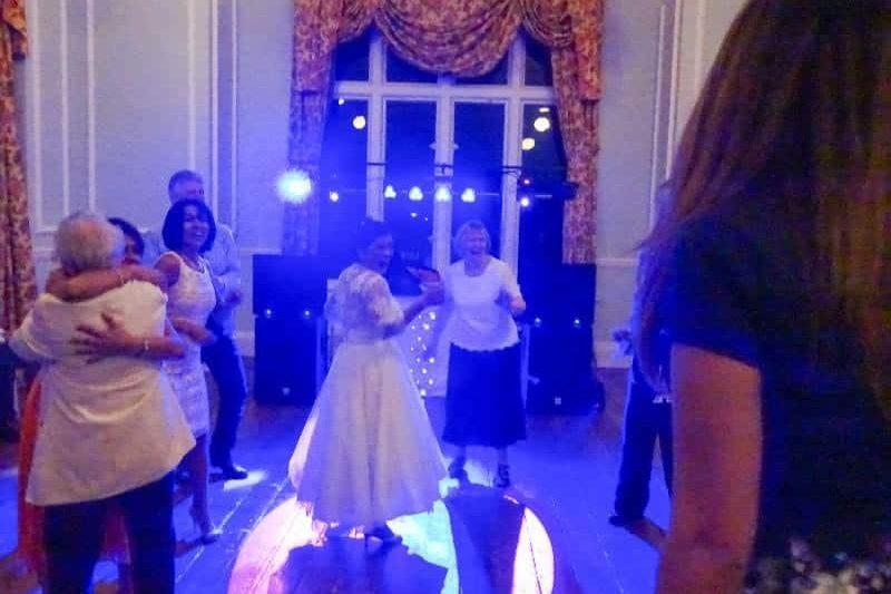 wedding disco - lynford hall munford - mindys roadshow