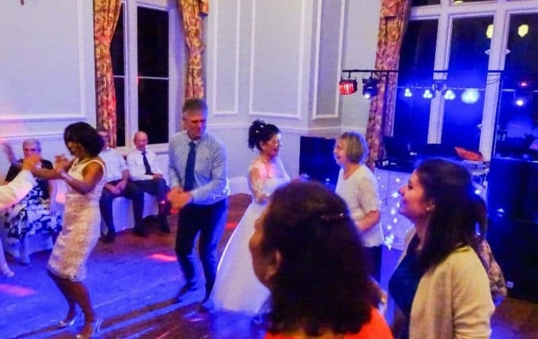 wedding disco - lynford hall - mindys roadshow