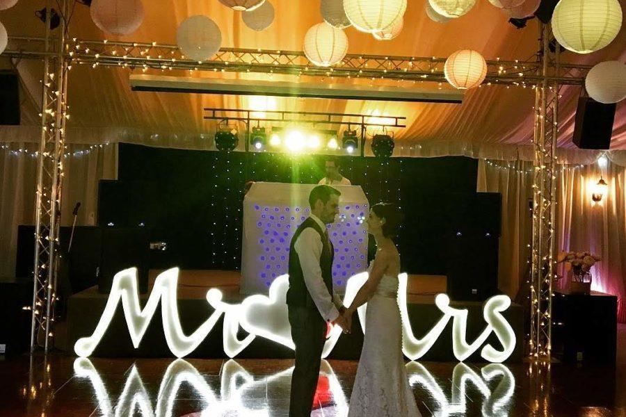 wedding reception-1st-dance- applewood hall-banham zoo-mindys-roadshow